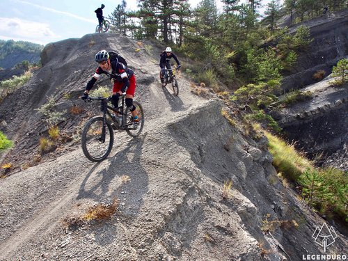 fun singletracks in the black earth hills at terres noires Digne